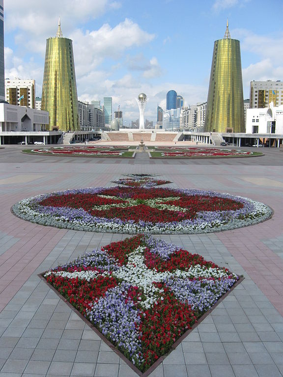 Astana_Center_and_BayterekTower