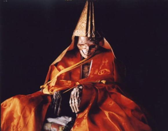 Self-Mummification